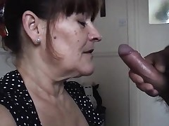 Mature wifey takes a large oral splooge pied